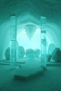Jukkasjärvi: ICEHOTEL by azedkae, flickr