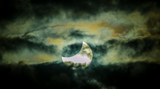 Approaching the total solar eclipse by James Niland, flickr