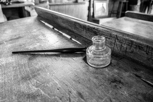 dip pen and inkwell by jasonc photography, flickr